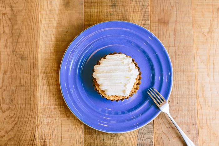 店内でゆっくりケーキを楽しみたい。こちらはレモンチーズパイ