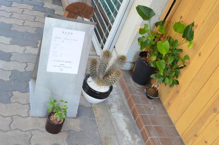 センスのいい植物と看板が目印です。