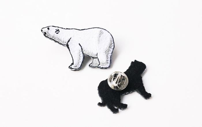 気軽につけられるピンバッジタイプも。動物園の人気お土産物です。動物のフォルムや表情も長野刺繍の年季の入った機械と技術でこの通りとってもリアル、それでいて可愛く。
