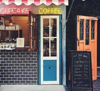 カップケーキ&コーヒーをどうぞ。下北沢の注目スタンドON THE WAY,