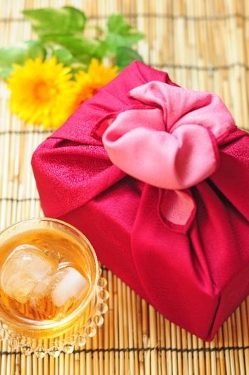 夏は、贈り物が届く季節でもあります。かしこまったお礼の手紙ではなく、素敵な暑中見舞いでお礼を伝えるというのもいいですね。