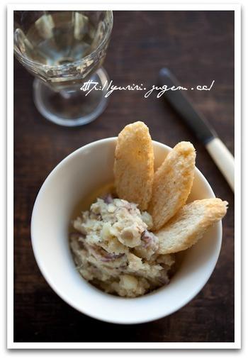 ポテトサラダに混ぜると、魚とハーブの風味がプラスされて、ちょっと贅沢な大人のおつまみに。