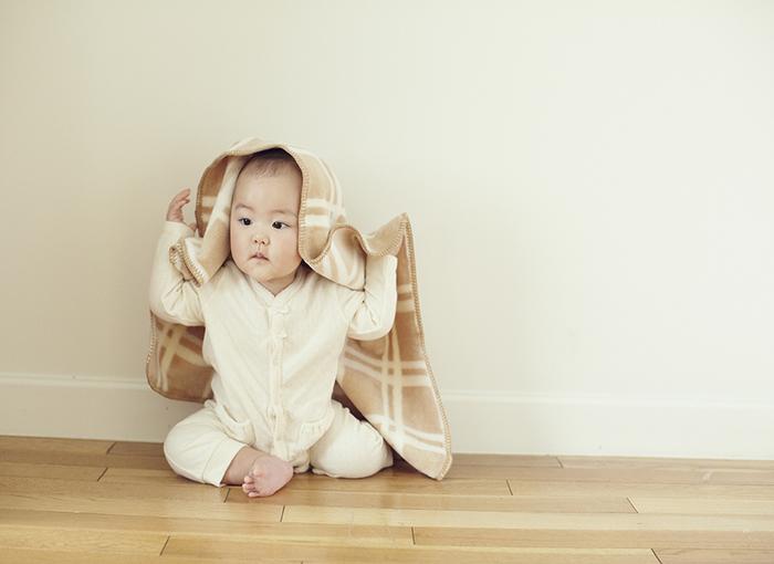ブラウンチェックバギーケットはお昼寝時にふわりとかけてあげても、バギーの時のお供にも使えてとっても便利なアイテムなんですよ。