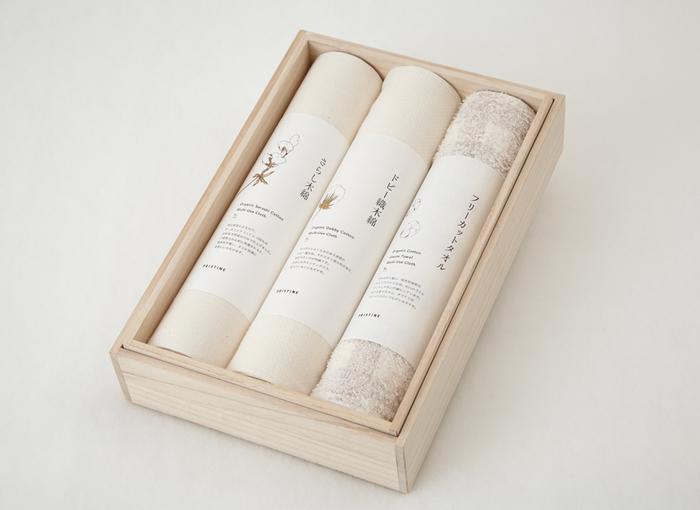 こちらもありそうでなかった、さらし木綿・ドビー織木綿・フリーカットタオルの3本セットです。PRISTINEの優しい配慮を感じることができる贈り物ですよね。