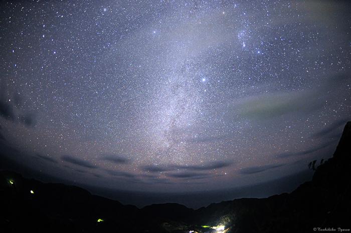 夜空に広がる天然プラネタリウム。まるで宝石箱からあふれ出るような星の数々・・ 実はここ、東京なのです。