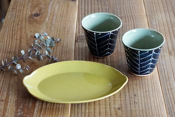 長崎県波佐見町で作られている「sen」の檸檬皿と森のカップです。 檸檬をモチーフにつくられたお皿は、丸みのあるかわいいかたちと深みのある色合いがステキですね。森のカップも、深い森を思わせる深みのある色合いが魅力的です。