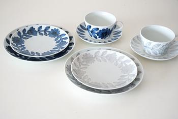 波佐見焼のデイジーシリーズの食器です。 キレイな白磁に描かれた、可愛いお花の模様が特徴的です。どこか北欧っぽい雰囲気も。色はネイビーとグレーの2種類あります。