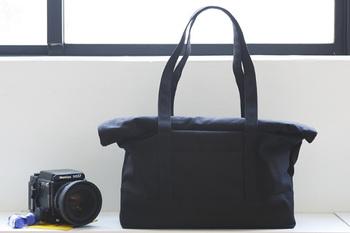「ナドワ カンパーニュ」トートバッグ A3が入る大容量サイズ。自由に可動できる仕切りが付いたインナーケースが付属されているので収納もバッチリです。普段使いはもちろん、小旅行やピクニックにもちょうどいいサイズです。
