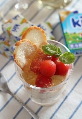コンソメジュレとクリームチーズのKiriで作るパンナコッタの相性が抜群の一品です。