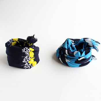 コーデのアクセントに使えるスカーフ。