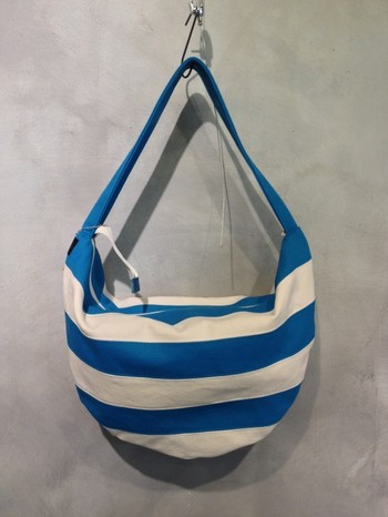 服飾クリエイター「cheto」さんの作品。シンプルなものからちょっとおもしろいものまで、様々なバッグを制作しています。