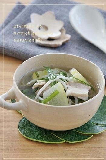 のぼせを抑え、夏バテ改善に良いとされている冬瓜がたっぷり入ったスープ。豚の旨みで、さらに深い味わいに。