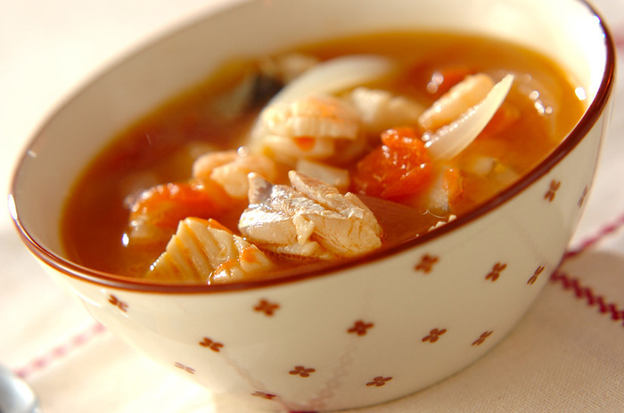 一見洋風のスープですが、みそを加えて和風に仕立てています。魚貝の旨味とあいまって、ほっとするおいしいスープです。