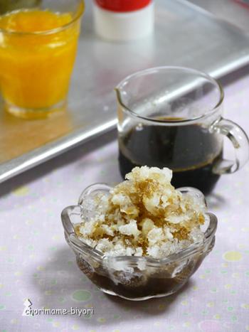 コーヒーと砂糖、水あめなどを混ぜた、コーヒー練乳のかき氷。甘さとほろ苦さにハマってしまう、簡単シンプルレシピです。