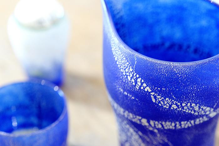 箔シリーズ。鮮やかなブルーと銀箔が洗練された印象を与えます