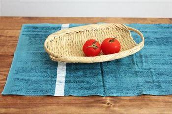 通気性や吸水性がいいので、果物や、野菜など、水分が気になるものにも。 テーブルコーディネートのひとつとして、大活躍しそうです。