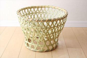 約33cmの大きなかご。 昔から、洗ったお茶椀を乾かす椀かごとしてつかわれていたとのことで、通気性は抜群。
