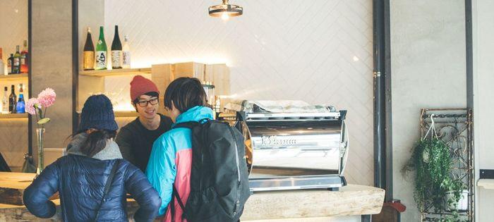 1階は旅行者だけでなく京都の人々も集うカフェ、バー、ダイニング。