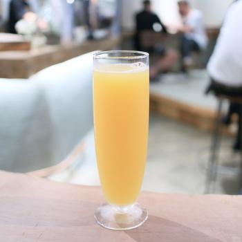 ビールをオレンジジュースで割った「ビターオレンジ」というビールカクテル。ちょっぴり苦いビターなオレンジジュースと言った雰囲気。こんなカクテルもなんとワンコイン!