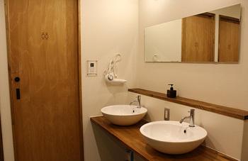 風呂トイレ共用と聞くと清潔感が気になりますが、とっても清潔的でシンプルな空間。これなら心配無用です。