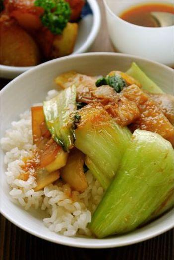 生姜が効いた甘辛野菜炒め。お肉が入っていないのに、甘辛味だと満足度も高いですね!