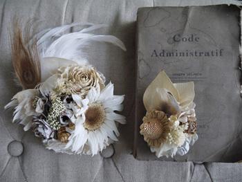 ひまわりのヘッドドレス&ブートニア。夏の結婚式にぴったりですね。