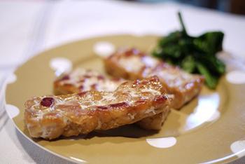 軽く塩などの調味料で味付けし焼くだけです!テンペそのものの食感や味を楽しめます。