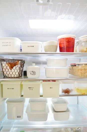 冷蔵庫の中も使いやすそう&美しい… 統一された保存容器にラベルをつけて、きちんと整理整頓されています。