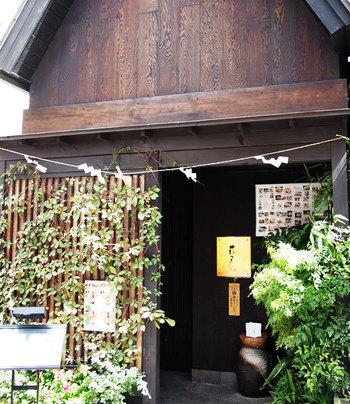 神楽坂の早稲田通りから少し入った路地裏に、うっかりすると通り過ぎてしまうくらいひっそり建つお店です。