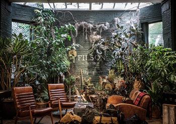 グリーンの持つ癒しと、家具やインテリアのナチュラルなシャビー感が美しく調和する空間が多くのファンを魅了してやみません。