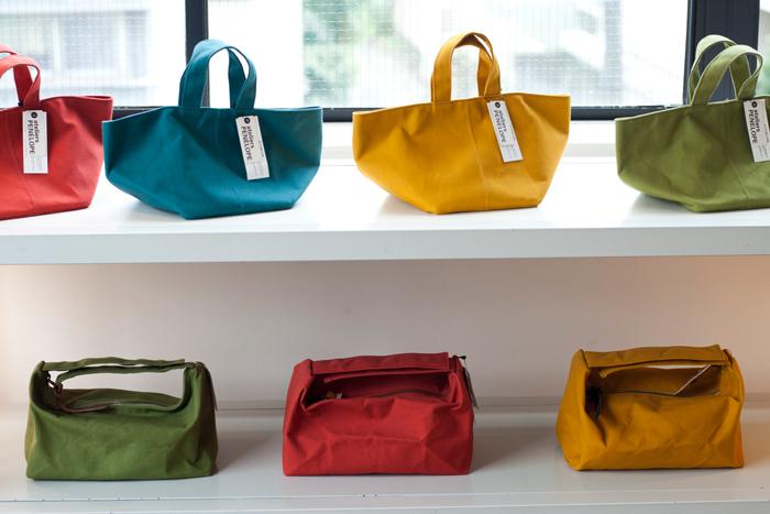 使い勝手のよいバッグは色違いで欲しくなってしまいます