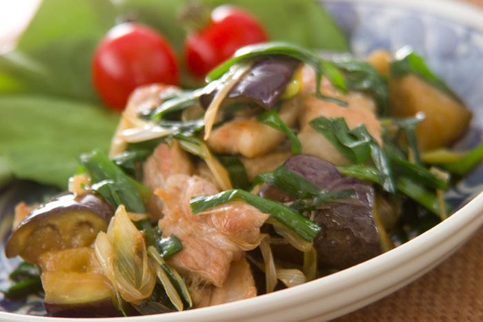 豚バラの脂とうま味を吸ったなすが絶品!たっぷりの香味野菜を炒め合わせて風味も豊かに。