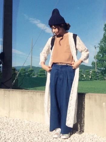 レースガウンは、Tシャツ×ワイドパンツにあわせても、大人かわいいリラックススタイルになります。