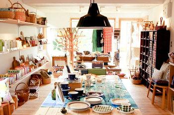 円山にあるpresse(プレッセ)は、北欧雑貨を中心に、ヨーロッパの陶器やヴィンテージもののテーブルウェア、ヴィンテージファブリックなどを扱うお店です。かわいい雑貨がずらりと並べられた店内は、思わずのぞいてみたくなりますね。