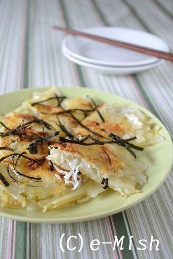 フライパンひとつでできる、米粉を使ったもっちりピザ。焼き立てをそのままつまんだり、醤油やごまラー油をかけても美味しい♪
