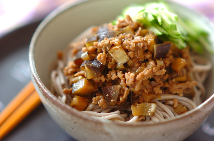 濃厚な肉みそと、蕎麦の香りが絡み合った一品。これならお蕎麦で栄養もしっかりとれますね。