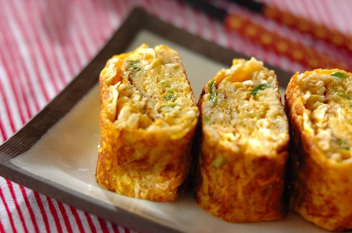 具が入ると食べごたえアップ。こちらのレシピは切り干し大根入りで、食物繊維がたっぷり。体に優しい卵焼きです。  【材料】 卵 2~3個 切干し大根 15g 酒 大さじ1/2 ネギ(刻み) 大さじ1~2 塩コショウ 少々 サラダ油 適量