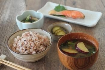 管理栄養士であり、フードコーディネーターでもある柴田さんの料理は、自然に寄り添う健康的な献立が中心。中でも、自身が27年間悩み続けた便秘を3日で解消した「雑穀」に対する想いはひとしおです。