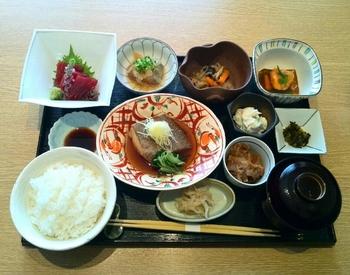 おばんざい御膳1,900円(税別)では、丁寧につくられたお惣菜を味わえます♪