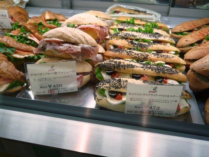 迷ってしまうほどたくさんのサンドイッチが並んでいます♪ボリュームも満点!