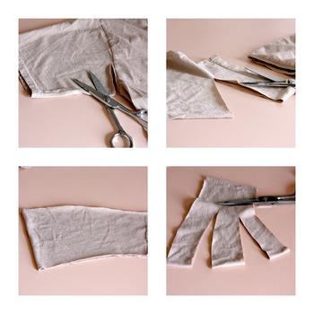 【作り方】 1. Tシャツの袖を裁ち出します。(輪の状態) 2. 好みの幅になるように余分な袖口部分をカットします。 3. 3等分になるよう切り込みを入れたら完成です。(切り離してしまわないよう写真のように縫い代部分は残します。)