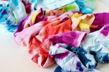 Tシャツをキットの説明書どおりに染色してしっかりと乾かしてから作業してください。