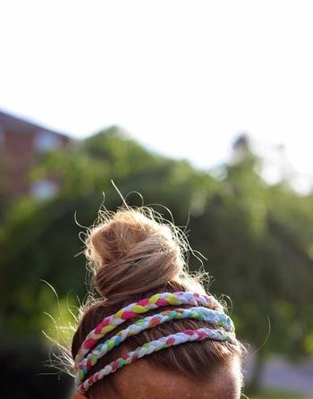 絞り染めだと三つ編みがより複雑な柄になります。3本まとめてつけるアレンジも素敵です。