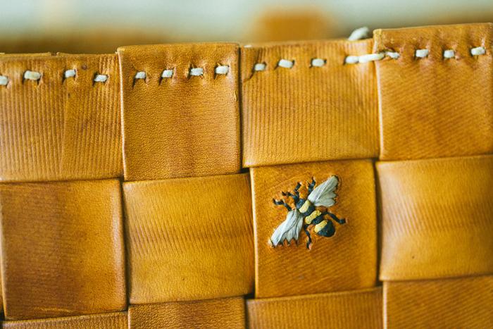 使用する部分によって糸の太さを変えているため、ぷっくりと立体的な仕上がりに。