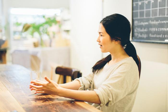 谷田部摩耶さん。小柄でかわいらしい容姿の中に強い芯がある女性です