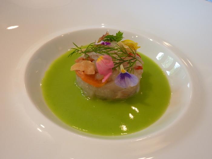 ひと皿ひと皿が芸術品のよう。特別な日に訪れたいレストランですね♪