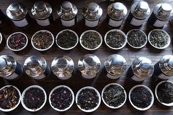 ベロックティーの茶葉は、世界中から選びぬいたオーガニックの茶葉のみを使用。茶葉はもちろん、ブレンドに使われるスパイスや花びら、エッセンシャルオイルまで、すべてオーガニックのものを厳選しています。