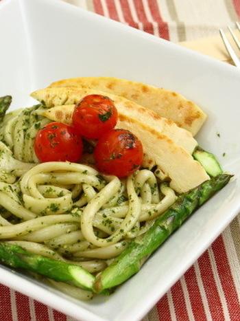 春野菜をふんだんに盛り込んだジェノベーゼ。筍のしゃっきりした食感と香りがもちもちのうどんとユニークなハーモニーを奏でます。