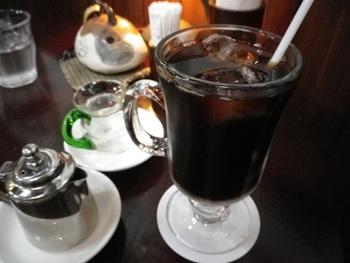 """コーヒー豆は、神戸の炭焼焙煎『萩原珈琲』から取り寄せています。""""レギュラー、アメリカン、ストロング""""の3種類。"""