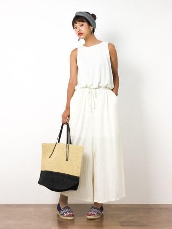 「kanna」の柄柄エスパドリーユ。カラフルな色使いなので、白いコーデのアクセントとしてオススメです。
